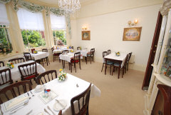 Caprera Hotel, Sandown, Isle of Wight. Family run fully licensed guest house